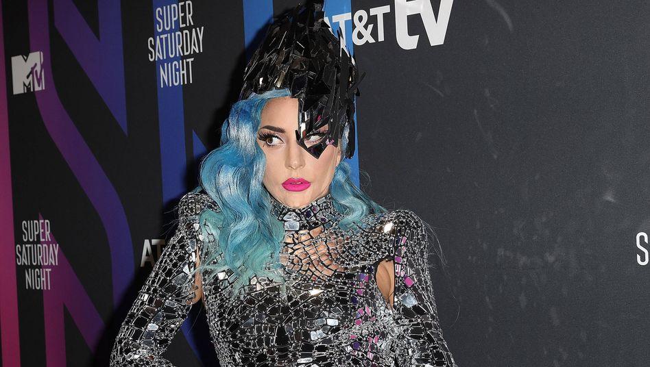 Lady Gaga (Archiv): Sandwiches mit Erdnussbutter und Marmelade für die Schlange vor dem Wahllokal