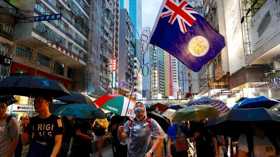 Demonstrant mit Hongkonger Kolonialflagge: Feindbild vieler Festlandchinesen