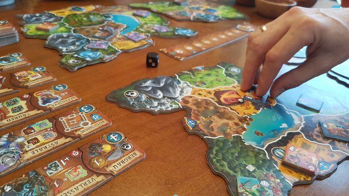 Erobern, zurückerobern, weitergehen, noch mehr erobern: »Small World of Warcraft« ist ein klassisches Area-Control-Spiel