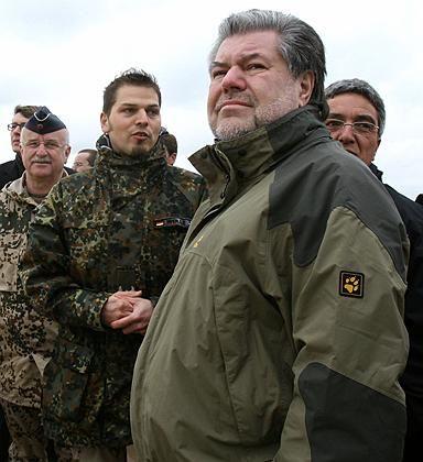 Kurt Beck zu Besuch bei deutschen Soldaten in Afghanistan: Scharfe Kritik aus der Union