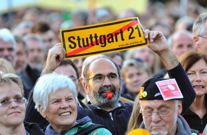 "Schwaben-Aufstand: Demonstranten protestieren gegen ""Stuttgart 21"""