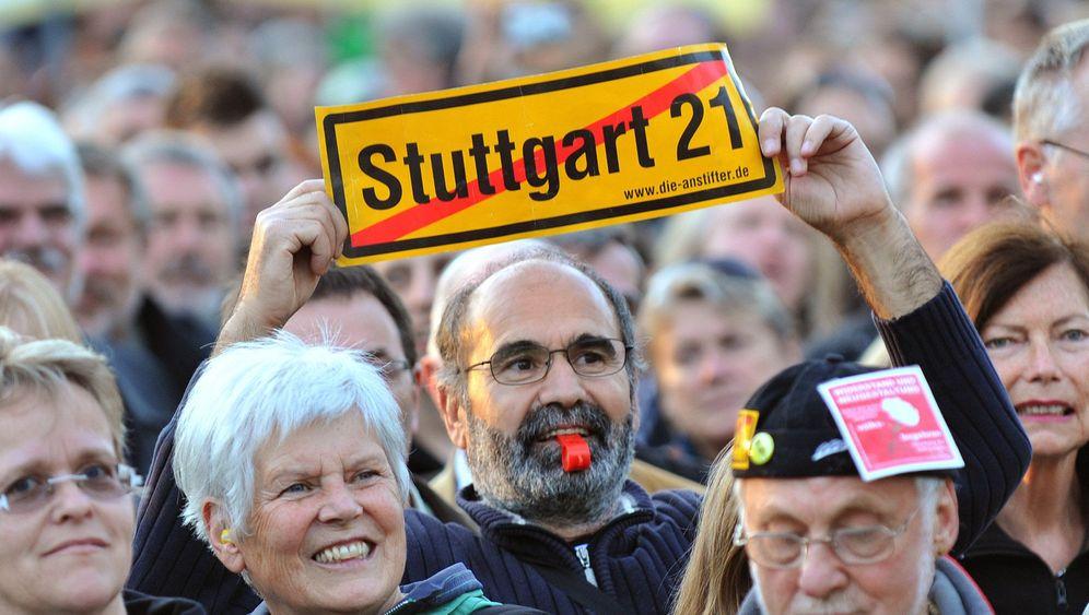 Proteste: Rentner auf den Straßen