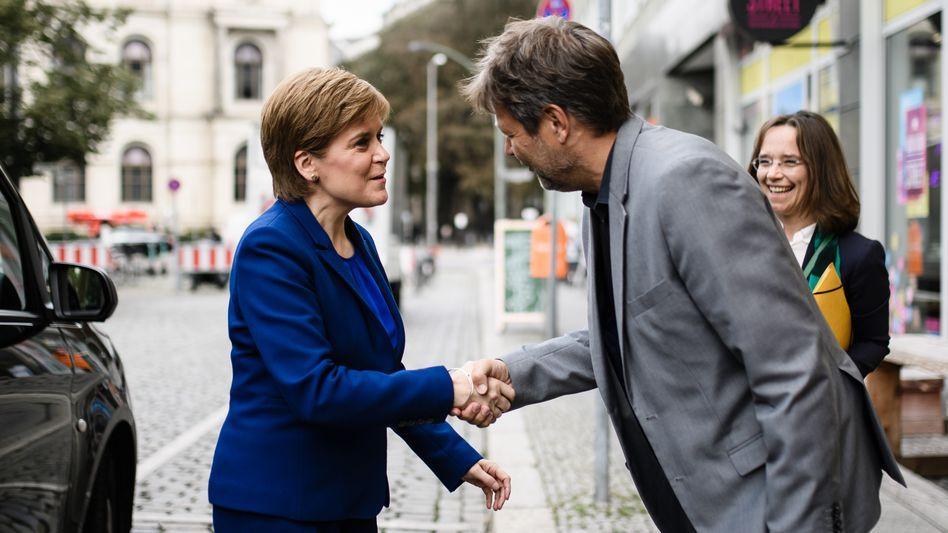 """Nicola Sturgeon und Robert Habeck in Berlin: """"Klare Haltung gegen einen britischen EU-Austritt"""""""
