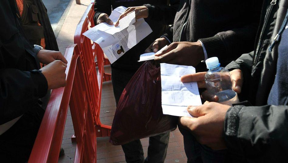 Tunesische Migranten mit Aufenthaltsgenehmigungen: Ausreise möglich