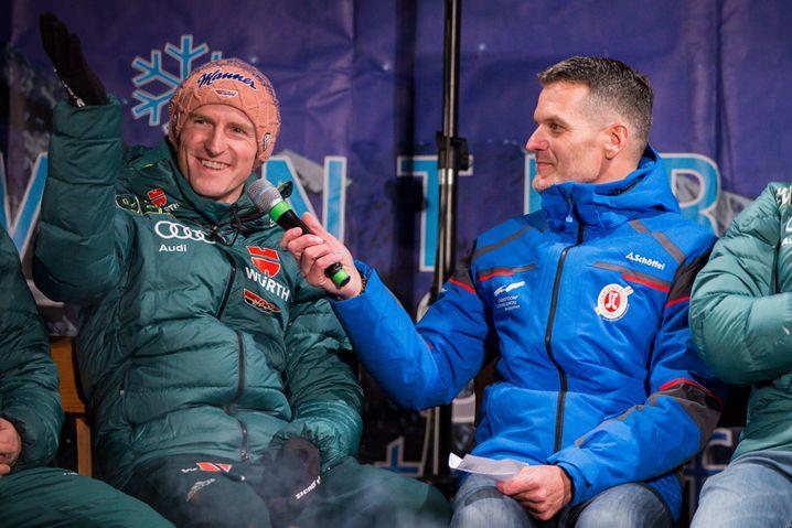 Jens Zimmermann (r.) bei der Vierschanzentournee 2018/2019 im Interview mit Skispringer Severin Freund