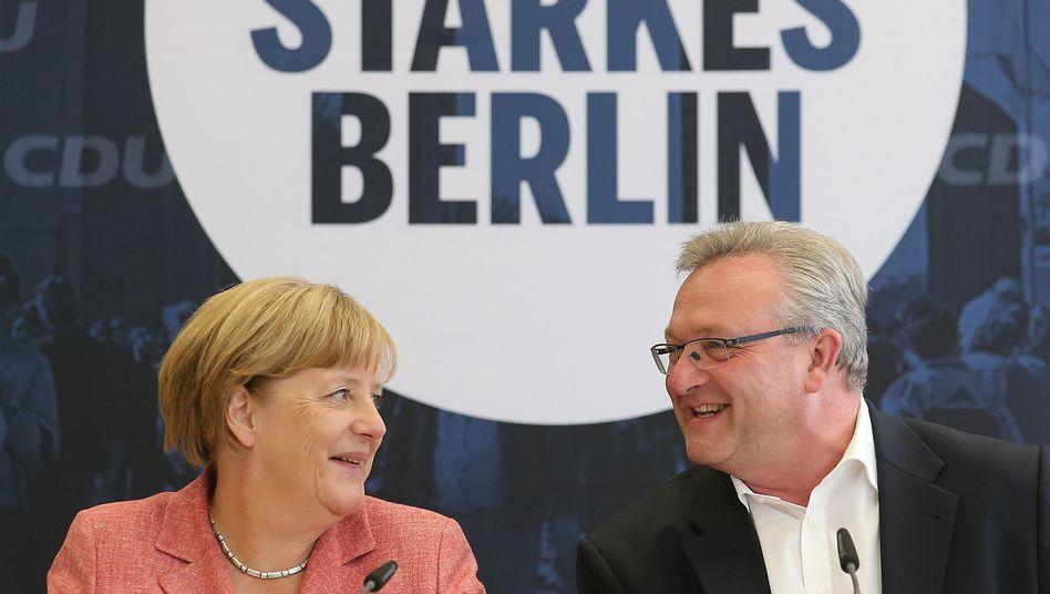 Kanzlerin Angela Merkel mit dem Berliner CDU-Spitzenkandidaten Frank Henkel