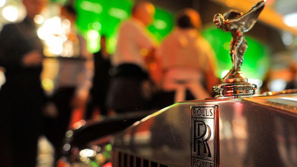 Rolls Royce auf der Königstraße in Düsseldorf: Geldvermögen von 5,2 Billionen Euro