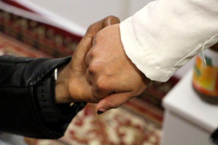 Abdiwali mit Ehefrau im Flüchtlingsheim