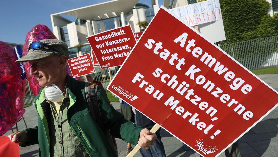 Protestanten beim Diesel-Gipfel in Berlin