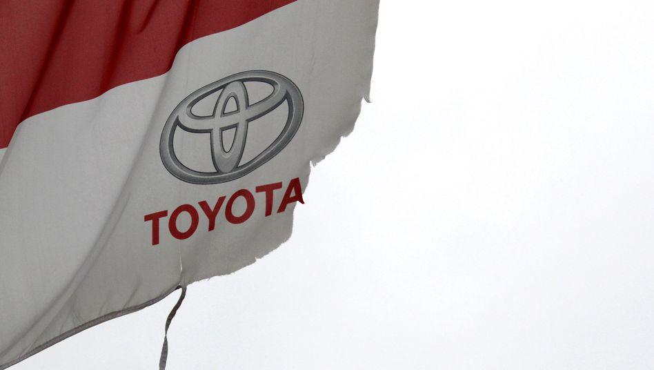 Zerfetzte Toyota-Flagge: Ein Lehrbuchfall für misslungene Krisenkommunikation