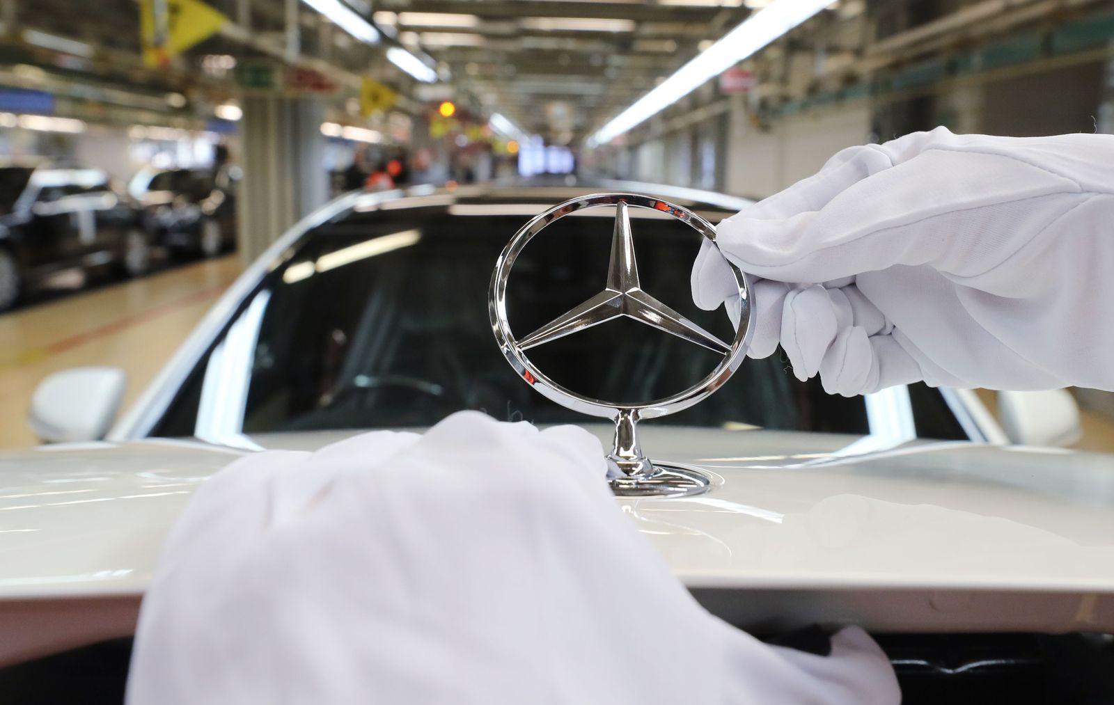 Industrial orders in Germany decline, Sindelfingen - 04 Mar 2015