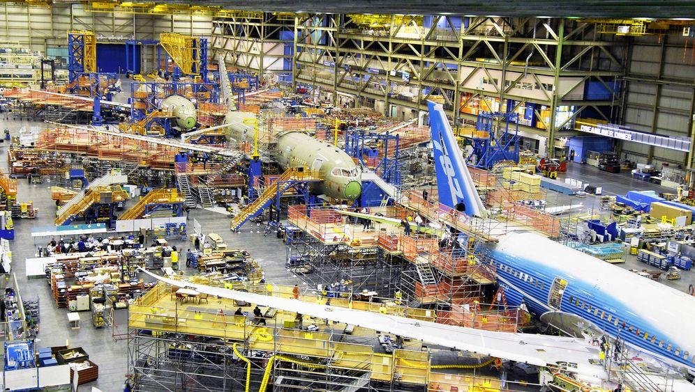 Photo Gallery: Dreamliner Delays