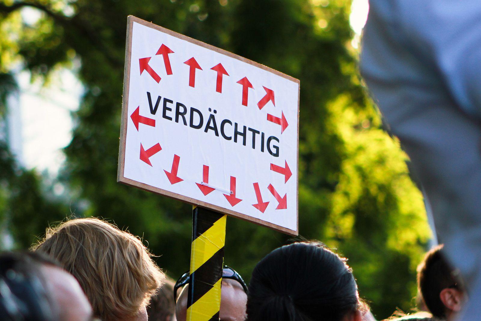 EINMALIGE VERWENDUNG Netzwelt/ Stop Prism Now