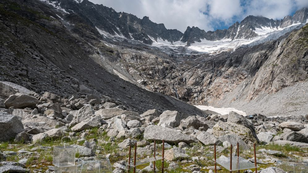 Der Dammagletscher im Schweizer Kanton Uri schmilzt. Forscher untersuchen, wie sich der Boden verändert, wo das Eis verschwindet