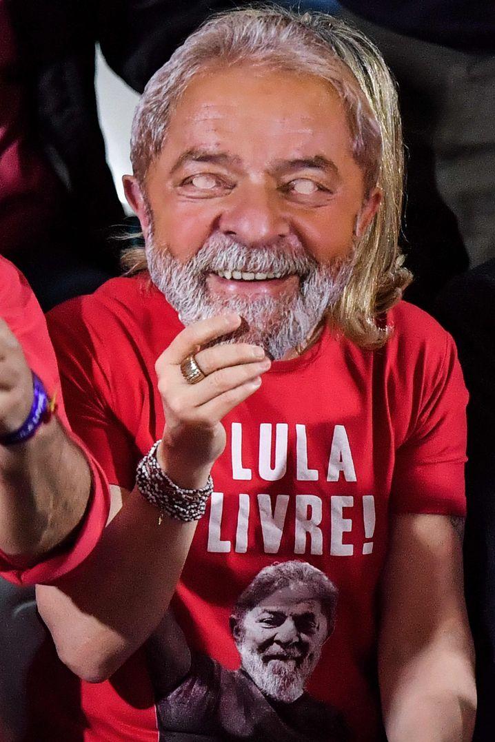 Parteivorsitzende Gleisi Hoffmann hinter Lula-Maske