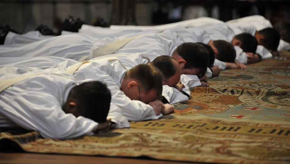 Priesterweihe in Köln: Auratische Respektspersonen