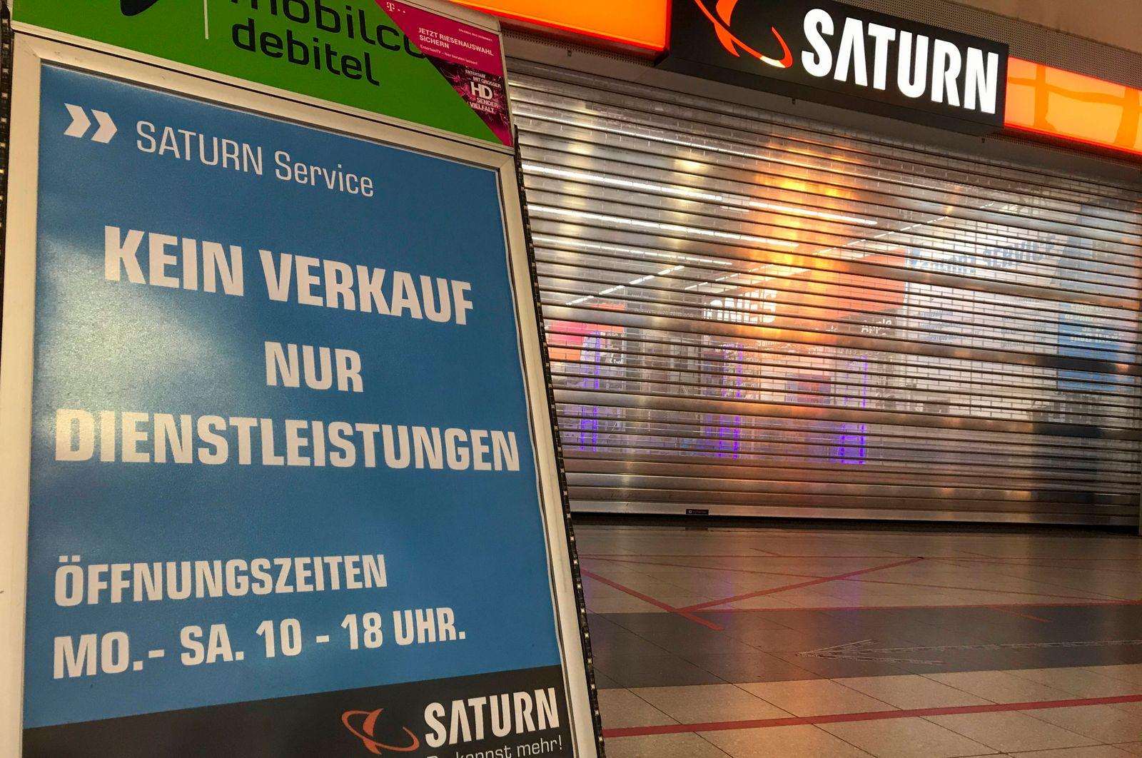 Lockdown wegen Coronavirus Wegen Corona geschlossenes Saturn-Gesch?ft in Offenbach am Main am 29.12.2020. Offenbach am M