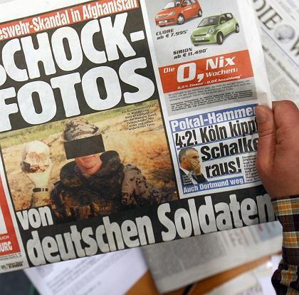"""In der """"Bild""""-Zeitung wurden die ersten Fotos veröffentlicht, die deutsche Soldaten beim Posieren mit Totenschädeln zeigten. Heute folgt die Fortsetzung in RTL."""