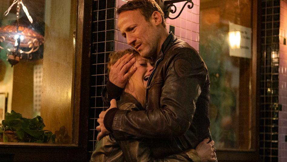 Die Tragik mit dem Kiez: Falke (Wotan Wilke Möhring) kümmert sich um eine Bardame (Jessica Kosmalla)