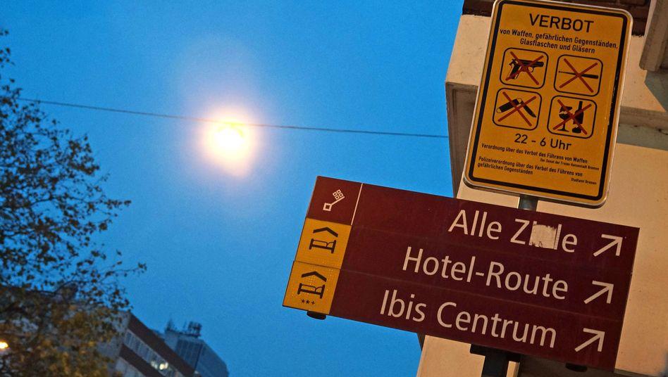 Verbotsschild am Rande der Bremer Discomeile in der Nähe des Hauptbahnhofs