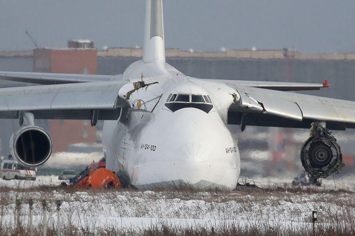 Die An-124 mit dem Kennzeichen RA-82042 nach der Landung in Nowosibirsk