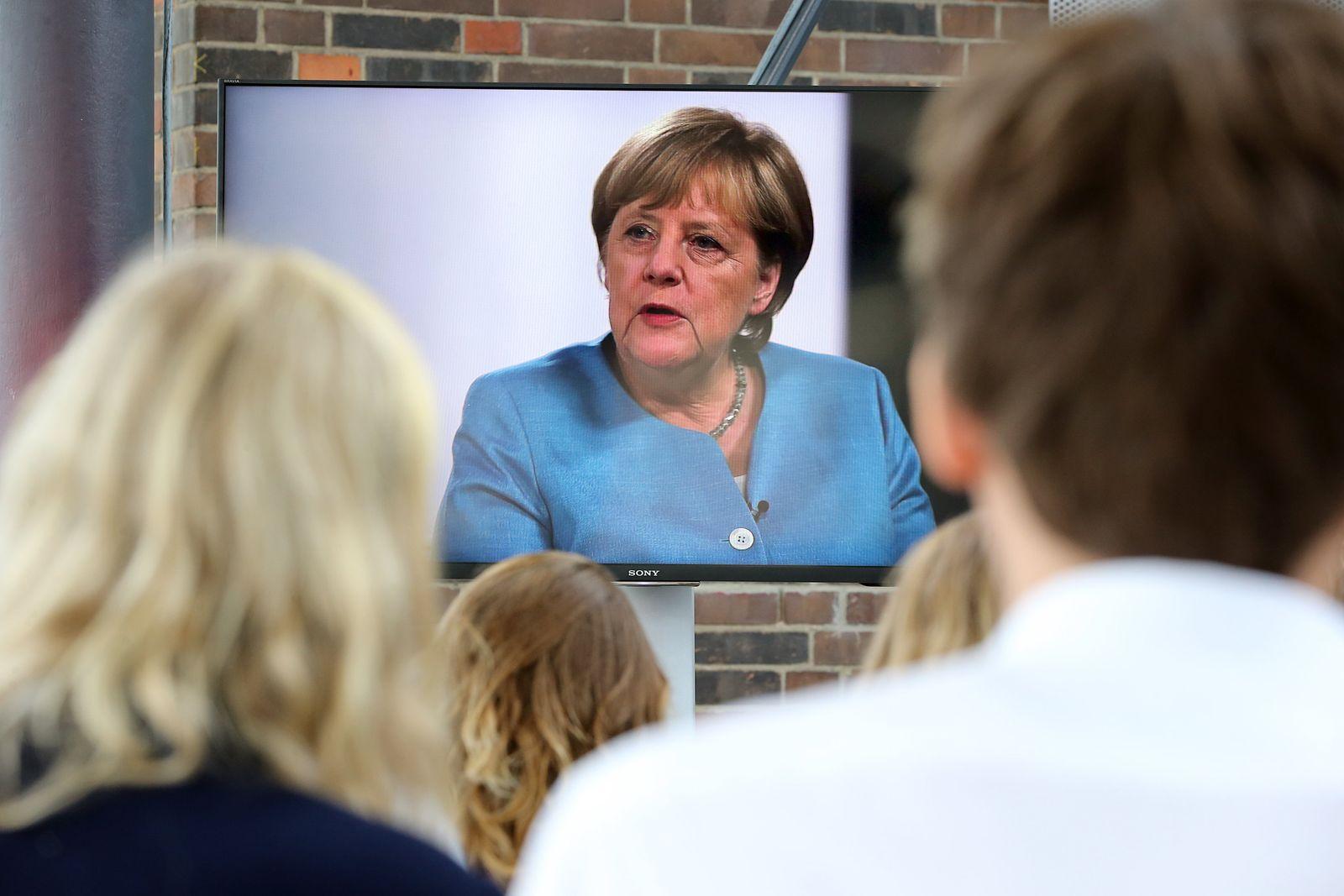 Merkel spricht YouTubern