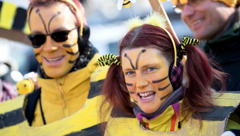 """Unterstützer des Volksbegehrens """"Rettet die Bienen"""""""
