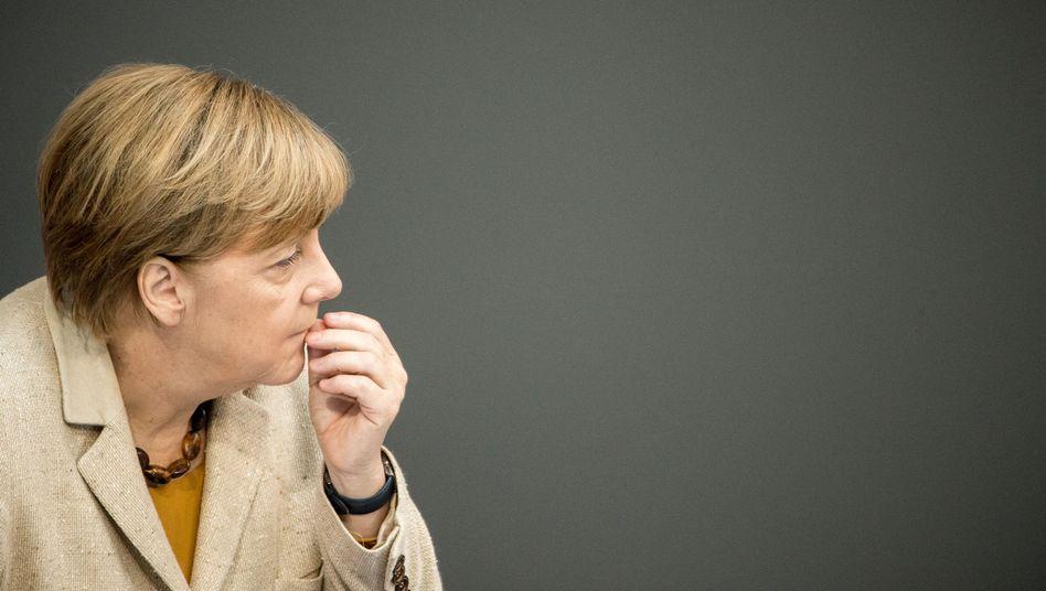 Kanzlerin Merkel (im Bundestag): Scharfe Töne in der Union