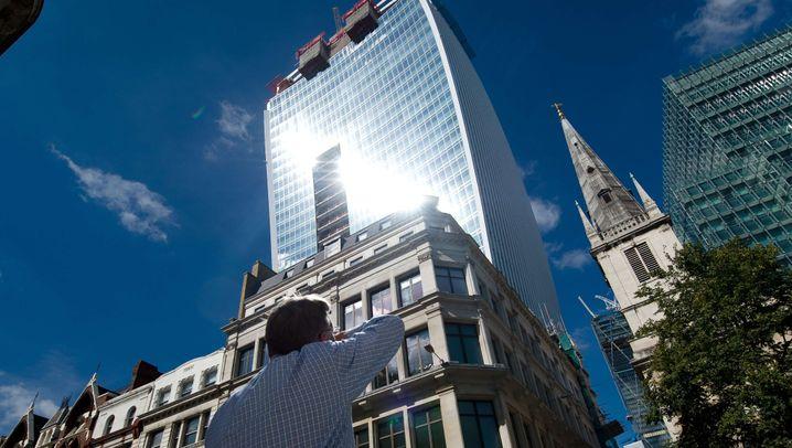 Reflektierender Wolkenkratzer: Hochhaus Walkie Talkie mit Brennglas-Effekt