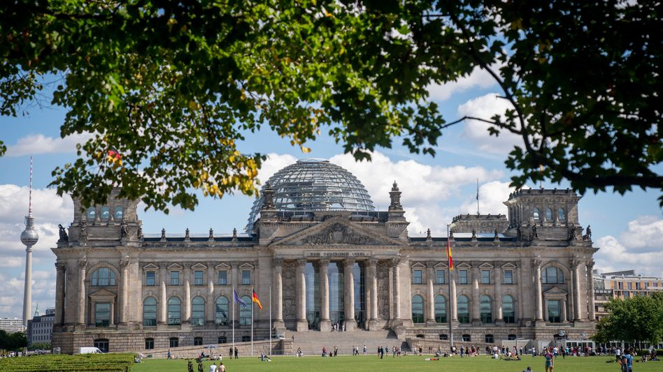 Reichstagsgebäude in Berlin: Dass künftig weniger Abgeordnete in den Bundestag einziehen, ist nicht garantiert