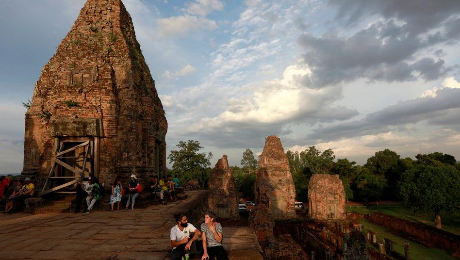 Touristen bei der Tempelanlage Angkor Wat in Kambodscha (Archivbild)