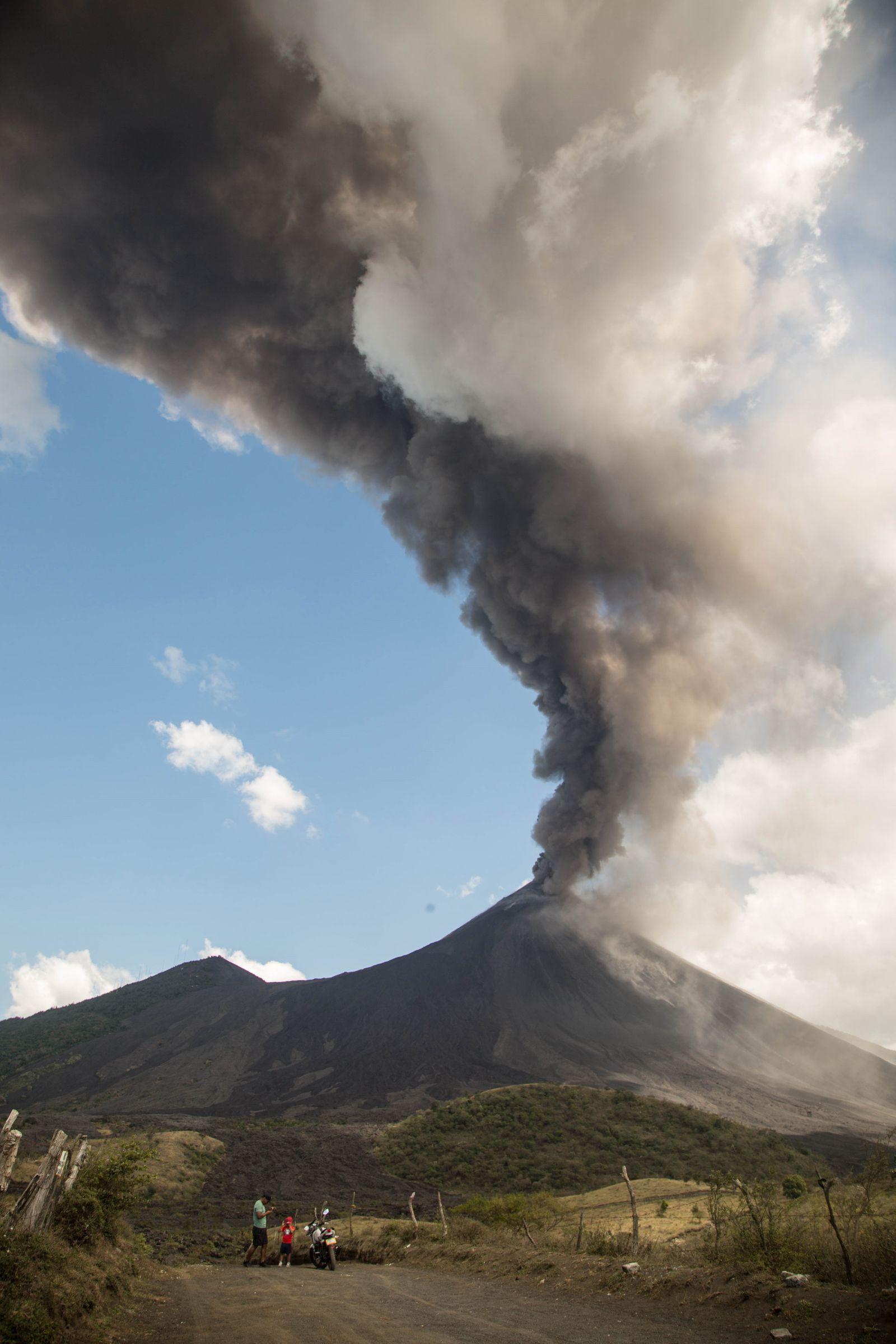 Guatemala's Pacaya volcano eruption