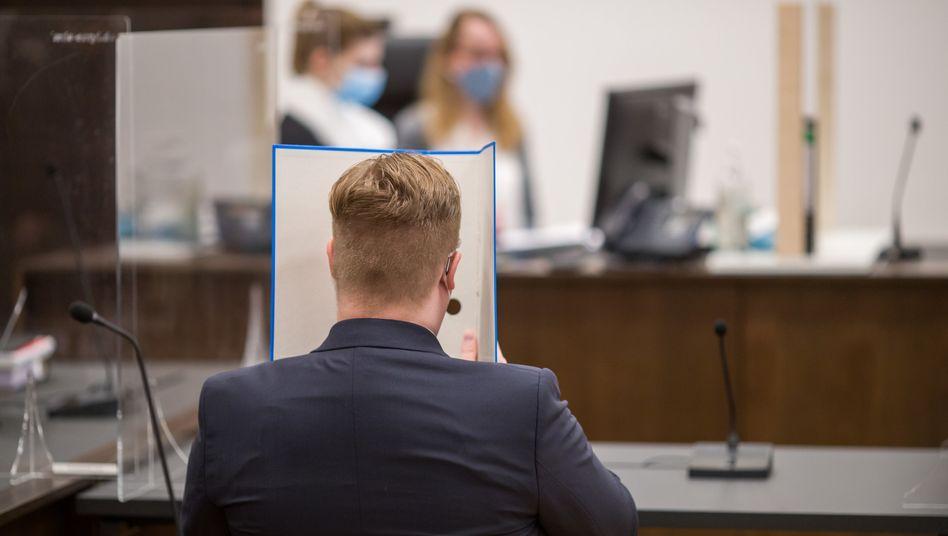 Angeklagter im Gericht: Plante er einen Anschlag?