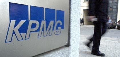 Firmenschild der KPMG: Zeugen erklärten, die Wirtschaftsprüfer hätten bei Siemens weggeschaut