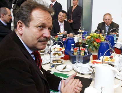 Ver.di_Chef Bsirske (l.): Warnung vor Spekulationen über Interessenkonflikte