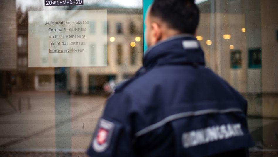 Rathaus Heinsberg: derzeit fünf Infizierte in NRW
