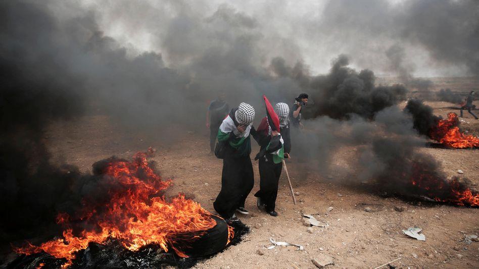 Aktivisten mit Palästinenser-Flagge