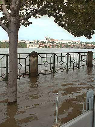 Der Moldau ist über die Ufer getreten: Die tschechische Hauptstadt Prag wurde zu großen Teilen überschwemmt