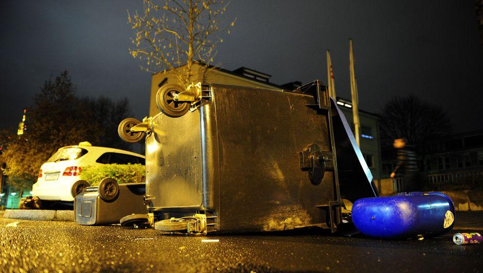 Umgeworfene Mülltonnen: Demonstranten liefen kreuz und quer durch die Innenstadt