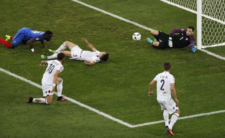 Spielszene aus dem Duell Frankreich gegen Albanien