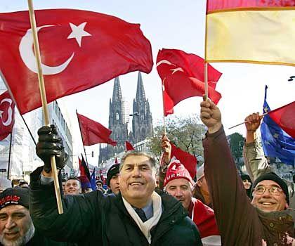 "Demonstrierende Muslime in Köln (am 21. November): ""Klares Bekenntnis"" gegen Terror im Namen des Islam"