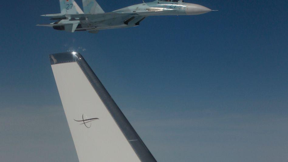 Russischer Kampfjet Su-27 bei Übung im August 2010: Jet dieses Typs soll US-Aufklärungsflugzeug bedrängt haben