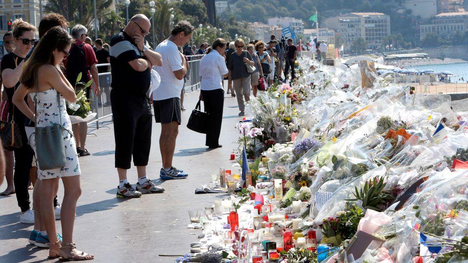 Trauernde in Nizza (Archivbild)