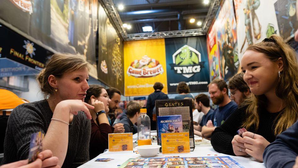 """Spielemesse in Essen: """"Die Menschen treffen sich wieder zum Spielen"""""""