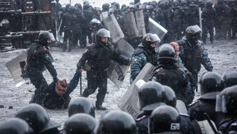 Machtkampf in Kiew: Merkel kritisiert Janukowitsch-Regierung scharf