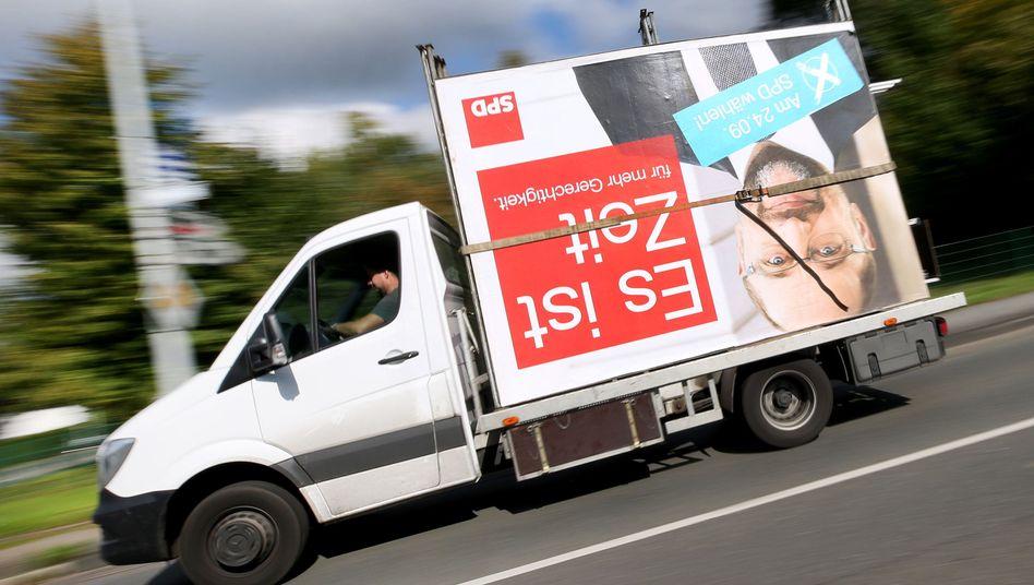 Abtransport eines SPD-Wahlplakats in Mülheim (NRW), 25. September 2017