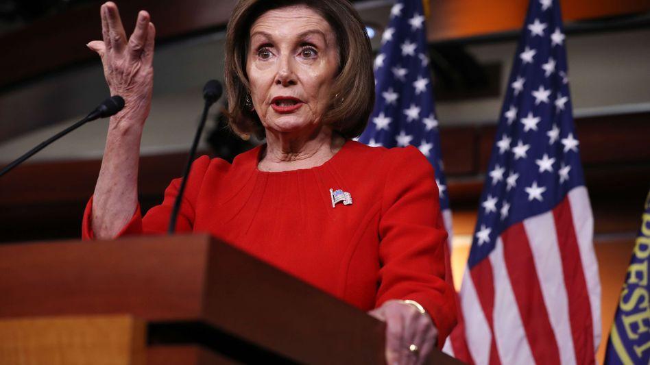 "Nancy Pelosi nennt Donald Trump einen ""Hochstapler"""