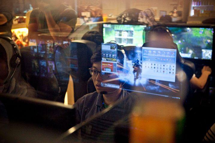 In einer PC Bang stehen schon mal mehr als hundert Computer dicht an dicht