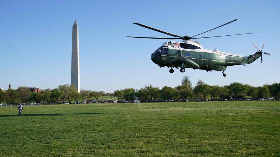 Start von Marine One auf der Elllipse, einem Rasenstück nahe des Weißen Hauses