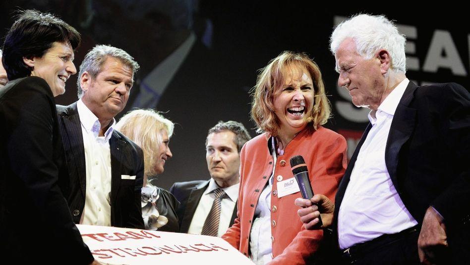 Politiker und Unternehmer Stronach (r.), Mitstreiter: »Sie können mich Fragen stellen«